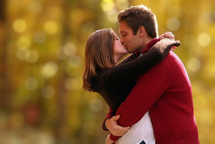 images of love couple kissing 1