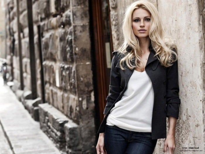 1370283719_blonde_woman_city_street-all_kinds_of_beautiful_girl_photo_wallpaper_1280x960