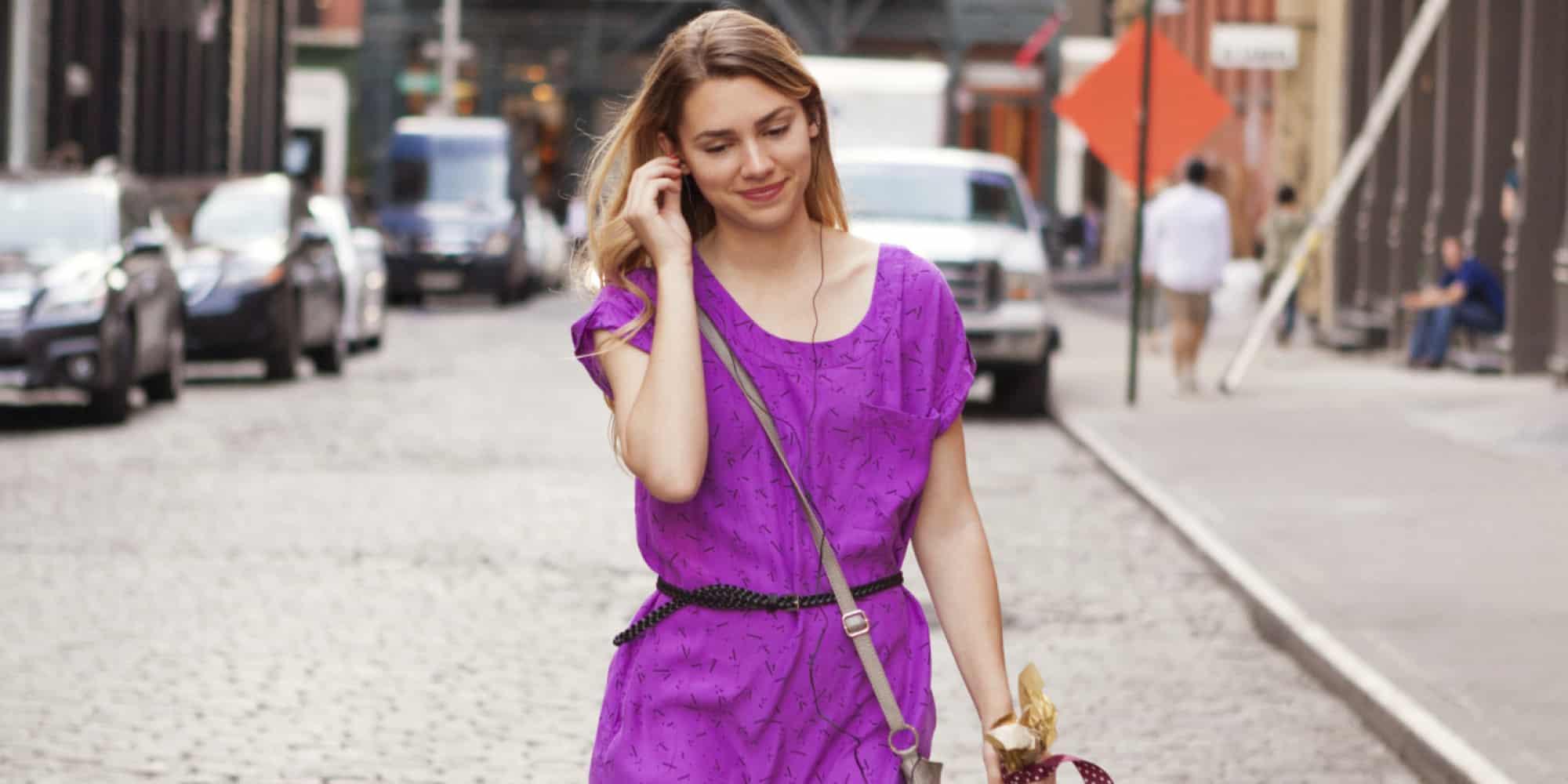 o WOMAN WALKING ON STREET facebook